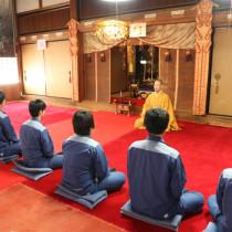 企業研修で坐禅指導