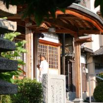 石尾山弘法寺、朝の風景